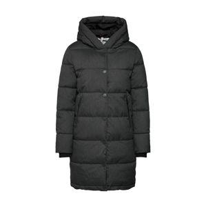 Q/S designed by Zimní kabát  černá